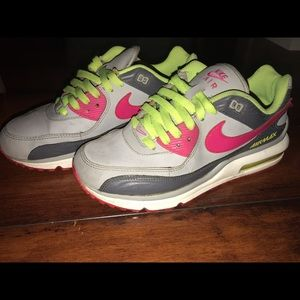 Nike Airmax size 6 but fit like a size 7.